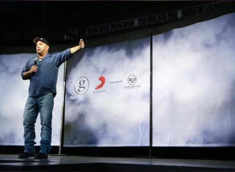 News video: Garth Brooks: 'I Will Run, Crawl, Swim' To Play In Ireland